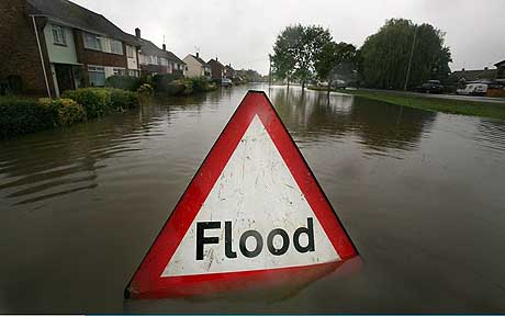 Torrential Rain Threatens Further Flooding...TEWKESBURY, UNITED KINGDOM - JULY 21:  A flood sign warns of flooded areas following the torrential rain in the last 24 hours, July 21, 2007, in Tewkesbury, England. Flash flooding has caused severe disruption across the UK with more bad weather forcasted.  (Photo by Matt Cardy/Getty Images)